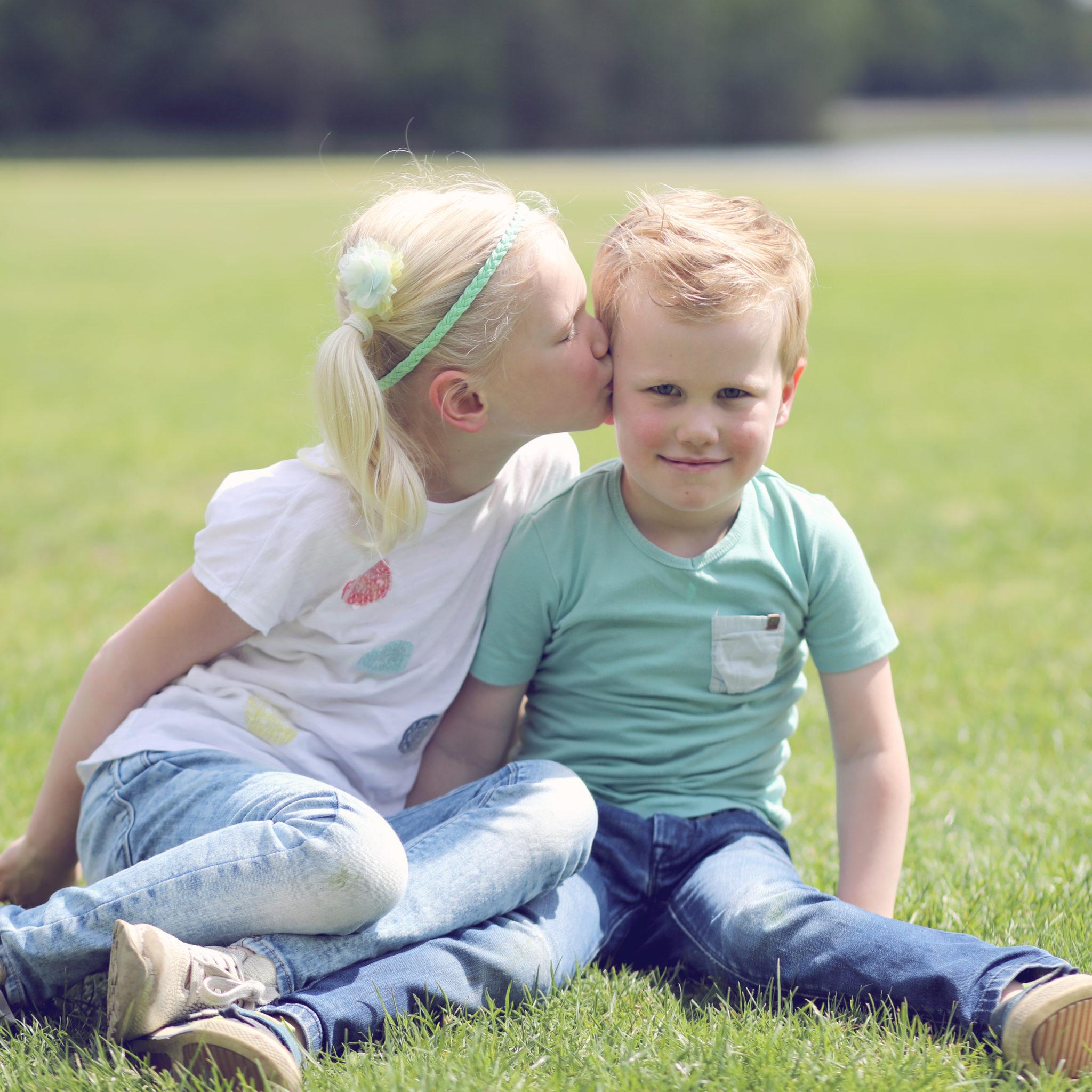 Familie - Kids - Kinderfotografie - Spontaan - Buiten - Lifestyle - Actie - Shoot - Reportage - Suus' FotoSjop - Oldenzaal - Kwaliteit - Twente - Hengelo - Enschede - HaaksbergenFamilie - Kids - Kinderfotografie - Spontaan - Buiten - Lifestyle - Actie - Shoot - Reportage - Suus' FotoSjop - Oldenzaal - Kwaliteit - Twente - Hengelo - Enschede - Haaksbergen